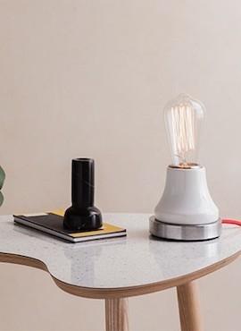 Lampka Lumica: Biała Ceramika i Stal